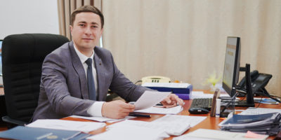 Голова Держгеокадастру Роман Лещенко закликав парламент підтримати законопроект, що повертає громадам розпорядження землями